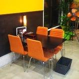 ゆっくりお食事を楽しめるテーブル席