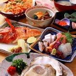 市場直送の魚介を使用したコースは7,535円(税込)からご用意。