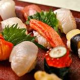 旬の鮮魚を握りでお届け。