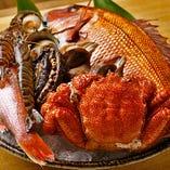 毎朝調理長自ら買い付けに行き、旬の鮮魚を仕入れております。