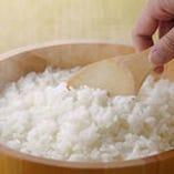 """寿司ネタを活かすシャリは、""""つや・甘味""""に優れた能登産のコシヒカリの古米・新米を独自ブレンド。"""