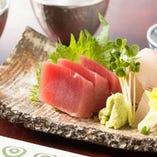 《新鮮な旬魚》 海鮮や酒肴を多数ご用意しております