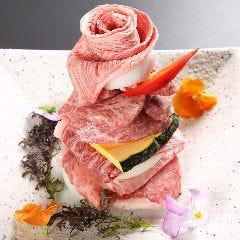 松阪牛&黒毛和牛を贅沢に盛り込んだ『やまと特製肉ケーキ』