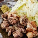 人気のもも炭火焼きは、地鶏・銘柄鶏の味わいが引き立ちます