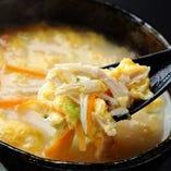 【雑炊】鶏のスープで煮込んだやさしい味に舌鼓