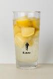 【最強のレモンサワー(SLS)】【おススメ】 フレッシュレモンを-20度まで凍らせ、氷の代りに使う事で、薄まる事なく、少しづつレモンが溶け出す事で、レモン感が増していきます! 二杯目・三杯目は、追いサワーで更にレモン感をお楽しみ下さい♪