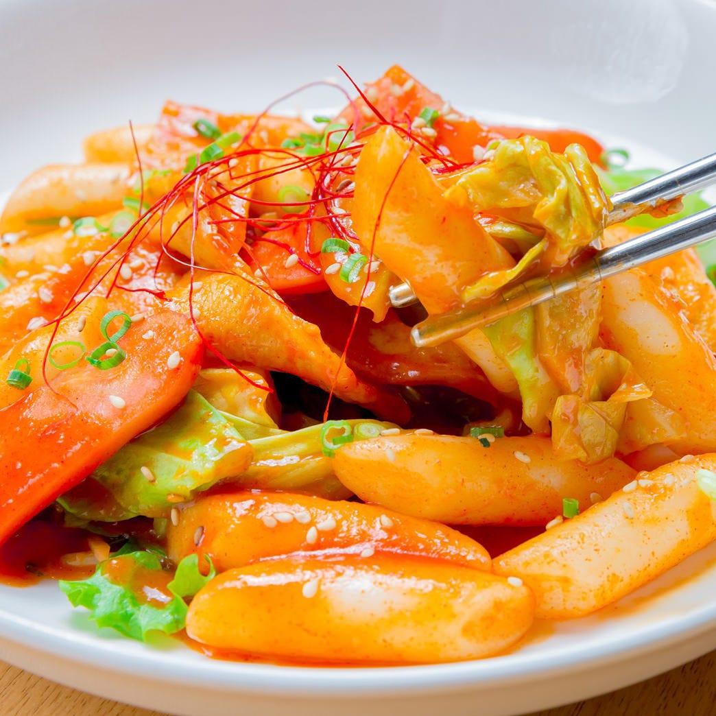韓国の定番屋台メニュー「トッポギ」は濃厚なタレが味の要!