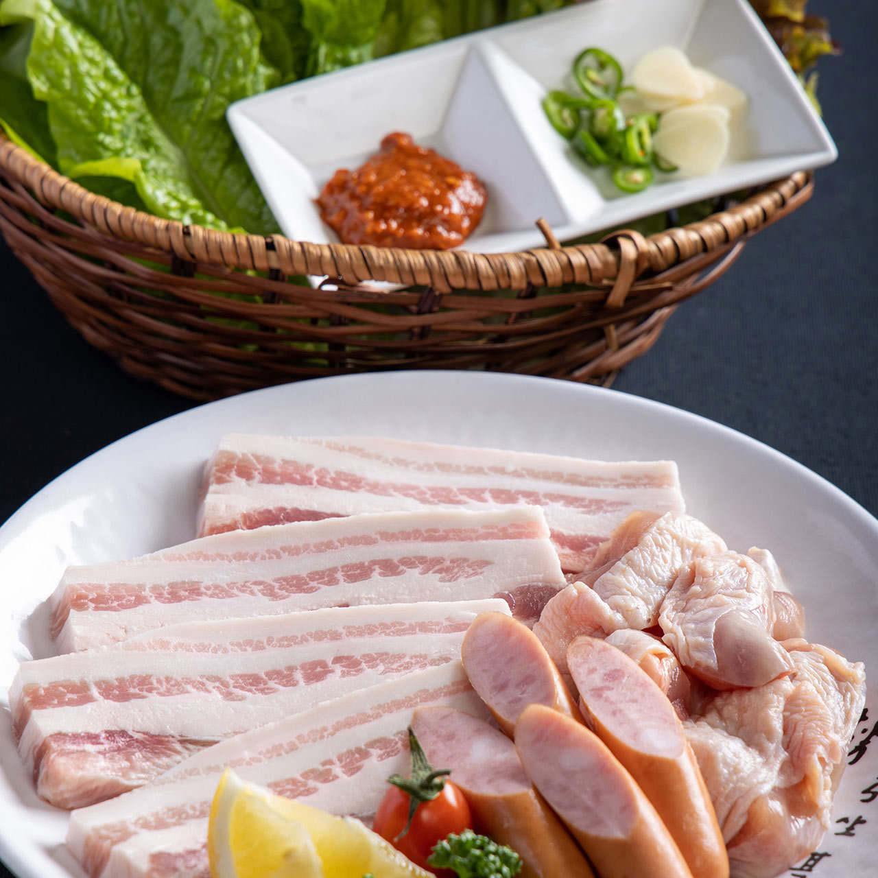 サムギョプサルや韓国冷麺など人気韓国メニューを味わい尽くす『モイジャ食べ放題コース』[全10品]