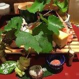 体に優しい旬の食材をふんだんに使った彩り豊かなお料理。