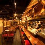 賑やかな酒場の雰囲気を楽しむオシャレな空間!
