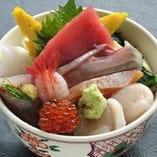 お寿司がリーズナブルに!平日ランチは11:00から営業中です。