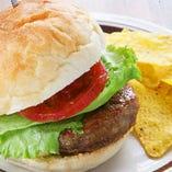 ジューシー肉厚パティのハンバーガー