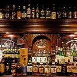 ウイスキーやカクテルなど、ドリンクは圧巻の品揃え!