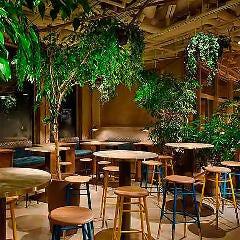 ワークラウンジとカフェの両スペースで最大200名様まで可能です