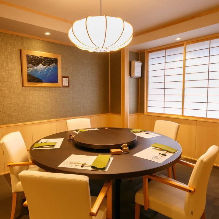 [寛ぎ空間]旬の鮨を愉しむ個室席