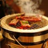 七輪で焼く、香ばしい炭火焼肉をご賞味ください!