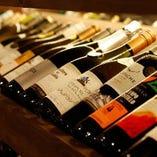 世界中から厳選!多彩な赤・白・スパークリングワインを用意