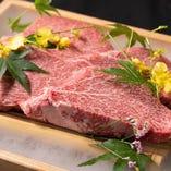肉厚にカットしたお肉はインパクト抜群