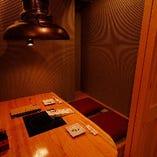 お二人が横並びでお座りいただける、ペアシートの完全個室を3部屋ご用意。