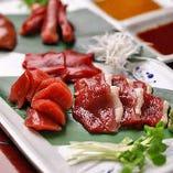 極上の肉質、深い味わいの「河内鴨」新鮮な朝引き鴨を、専門の養鴨場より直送。みずみずしい美味しさのまま、お召し上がりいただけます。