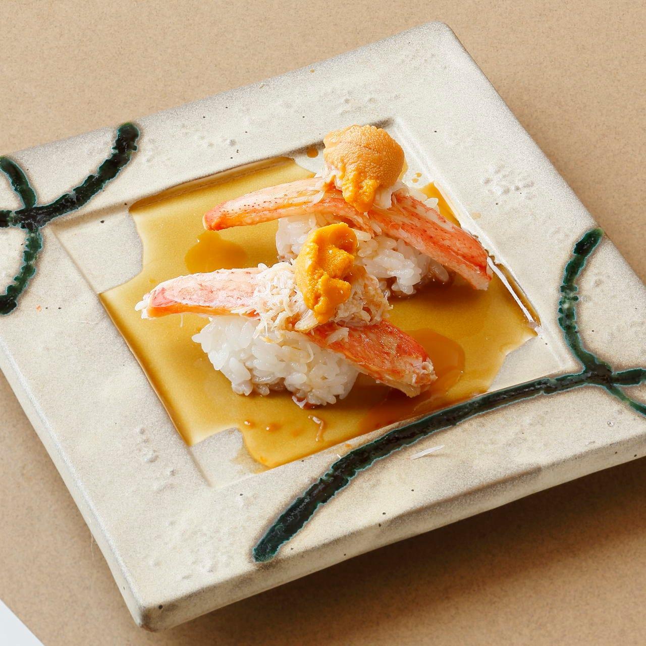 ズワイ蟹は「重ねにぎり」でボリューム満点に楽しんでください。