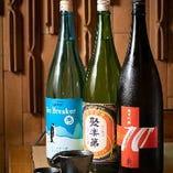 季節の地酒もご用意しています。甘み抜群のお寿司とあわせて。