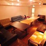 渋谷の離れ個室ではソファー席でゆったり宴会も可能!