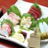 市場から直接仕入れた鮮度抜群の旬の鮮魚が楽しめます♪