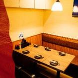半個室風にお使い頂ける12名様迄のテーブル席は女子会にも最適!