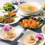 築地から毎日仕入れる新鮮な魚介類を本格中華料理に仕上げます。