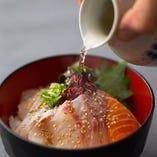 【逸品料理】 自家製和出汁!海鮮丼を和出汁でぜひどうぞ!