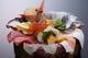 ランチで超人気のはみ出る海鮮丼