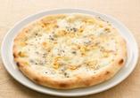 """""""クワトロ・フォルマッジ""""4種のチーズのピッツァ"""
