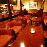 広々とした空間で お食事をお愉しみ下さい