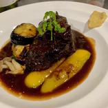 (当店スペシャル)牛ホホ肉の柔らか赤ワイン煮