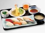 お得なランチ天ぷらセット。握り、丼とメインは選べ、車エビ入りの天ぷら、こだわり奥久慈卵を使用した茶碗蒸し、自家製プリンまで付いたお得なセット。