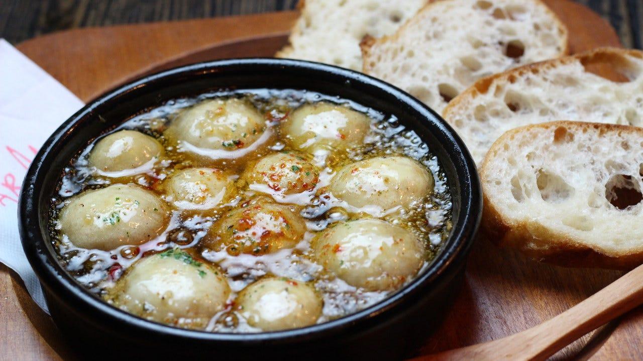 スペイン産の土鍋料理!アヒージョ!