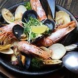 新鮮魚介たっぷり サフランベースのパエリア