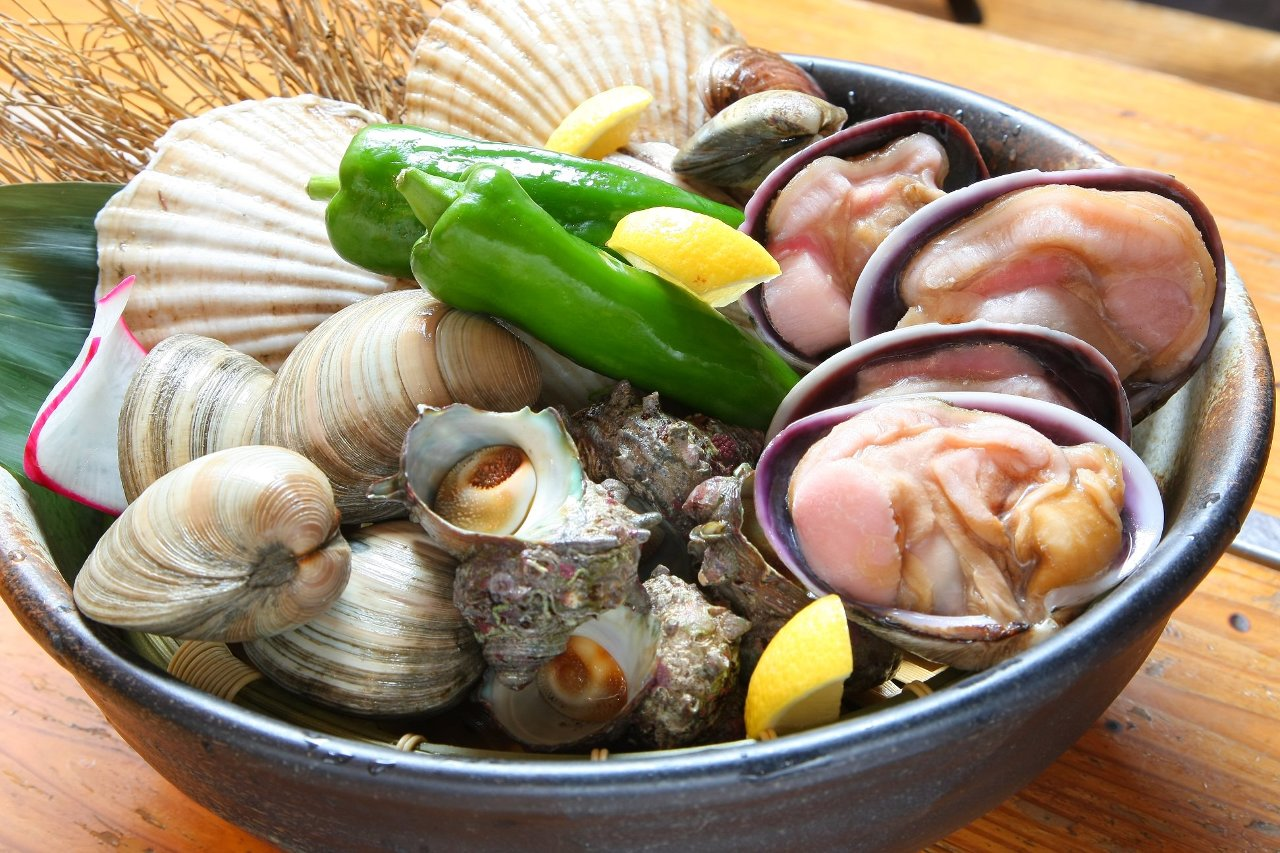 新鮮な魚貝類を自ら囲炉裏の炭火で!