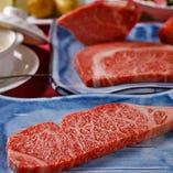 【ジューシー】 肉汁溢れるジューシーなサーロインやリブロース