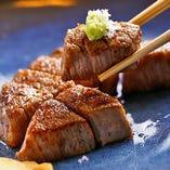 【わさびで】 食べやすくカットしたフィレ肉をわさびと塩で