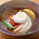 さっぱり美味しい!李朝園オリジナル麺の冷麺☆【大阪府】