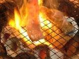 炭火がお肉の美味しさを引き上げます!