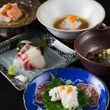 お刺身は熟成や炙りなど魚に合わせ様々な調理法で一種ずつご提供