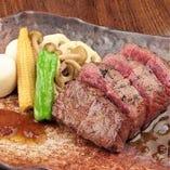 当店自慢の熟成肉を使ったメニューが豊富!