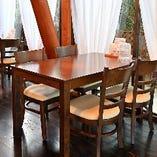 清々しい空間でゆったりとお食事をどうぞ