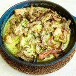 スルメイカとキノコのブルギニヨンバターオーブン焼き
