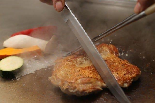 静岡県産美味鶏など地元食材も