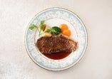 豪州産牛サーロインのステーキ(130g) サラダ、パン 又は ライス付