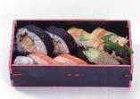 かに寿司盛合せ折 1944円(税込)